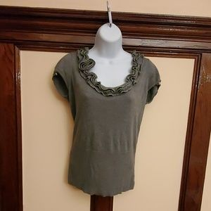 Cache, grey shirt, sleeveless,size M.